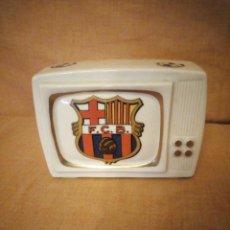 Coleccionismo deportivo: HUCHA DE PORCELANA FORMA DE TV F C B. Lote 191833563
