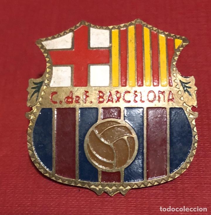 Coleccionismo deportivo: Antigua placa en chapa esmaltada, del escudo del club de fútbol Barcelona. - Foto 2 - 192802536