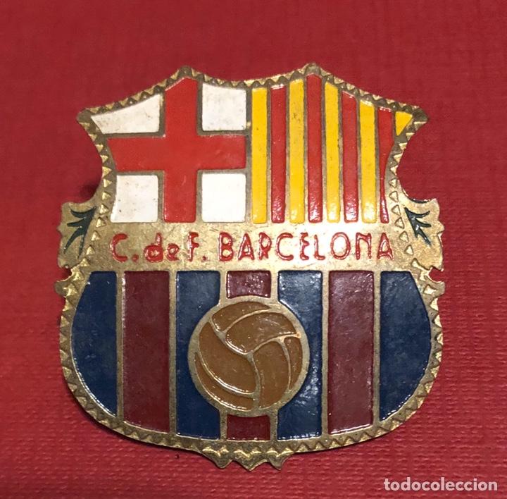 ANTIGUA PLACA EN CHAPA ESMALTADA, DEL ESCUDO DEL CLUB DE FÚTBOL BARCELONA. (Coleccionismo Deportivo - Merchandising y Mascotas - Futbol)