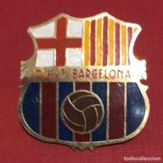 Coleccionismo deportivo: ANTIGUA PLACA, EN CHAPA ESMALTADA, DEL CLUB DE FÚTBOL BARCELONA.. Lote 192811161
