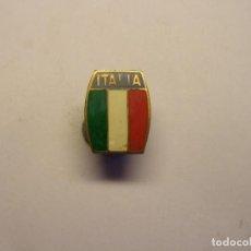 Coleccionismo deportivo: ANTIGUA INSIGNIA DE FUTBOL, SELECCIÓN ITALIANA. ESMALTES AL FUEGO.. Lote 192812627
