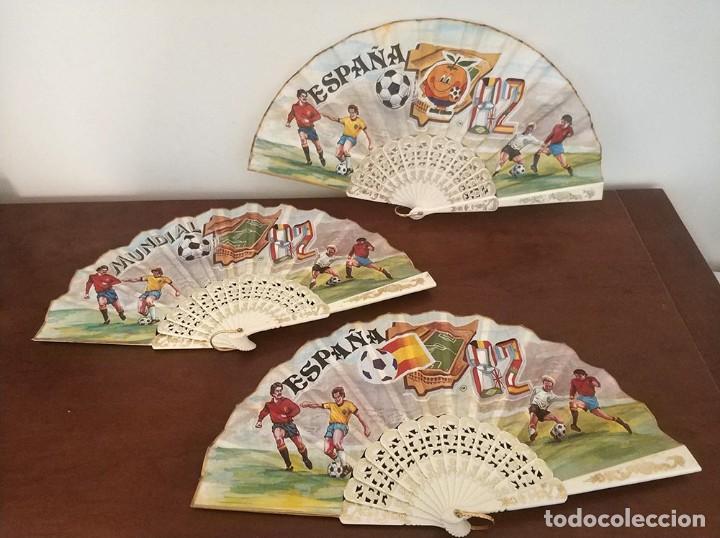 LOTE DE 3 ABANICOS DIFERENTES MUNDIAL 82 NARANJITO COMO NUEVOS (Coleccionismo Deportivo - Merchandising y Mascotas - Futbol)