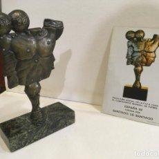 Coleccionismo deportivo: ESPAÑA CAMPEONATO MUNCIAL 1982 ESCULTURA OFICIAL DE LA F.I.F.A POR SANTIAGO DE SANTIAGO. NUMERADA. Lote 194335794