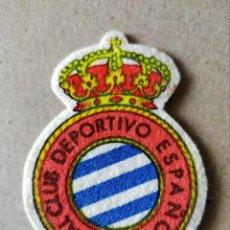 Coleccionismo deportivo: FUTBOL. PARCHE DE TELA ESCUDO BORDADO: R.C.D. ESPAÑOL - AÑOS 70/80. Lote 194401518
