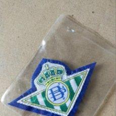 Coleccionismo deportivo: FUTBOL. PARCHE DE TELA ESCUDO BORDADO: BETIS (FONDO AZUL) - AÑOS 70/80. Lote 194401621