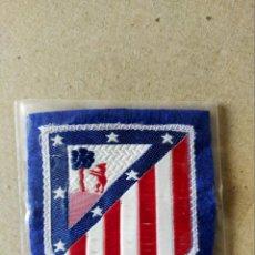 Coleccionismo deportivo: FUTBOL. PARCHE DE TELA ESCUDO BORDADO: ATLETICO DE MADRID - AÑOS 70/80. Lote 194401883