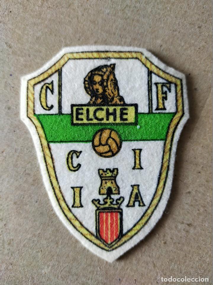 FUTBOL. PARCHE DE TELA ESCUDO BORDADO: ELCHE (ANTIGUO) - AÑOS 70/80 (Coleccionismo Deportivo - Merchandising y Mascotas - Futbol)