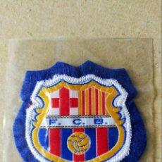 Coleccionismo deportivo: FUTBOL. PARCHE DE TELA ESCUDO BORDADO: F.C. BARCELONA (FONDO AZUL) - AÑOS 70/80. Lote 194402200
