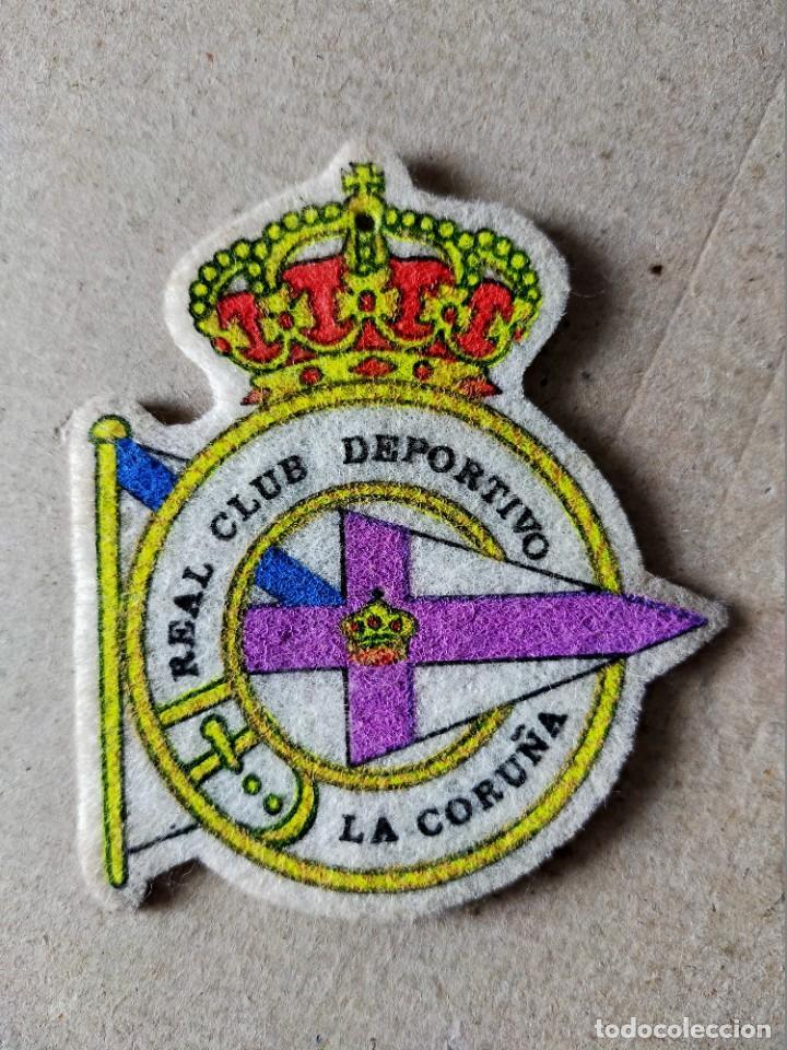 FUTBOL. PARCHE DE TELA ESCUDO BORDADO: DEPORTIVO CORUÑA - AÑOS 70/80 (Coleccionismo Deportivo - Merchandising y Mascotas - Futbol)