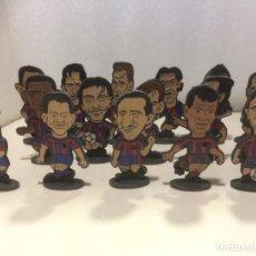 Coleccionismo deportivo: LOTE COLECCIÓN 16 FIGURAS METAL JUGADORES FC BARCELONA 1998-99 7 CM ALTO. Lote 195039838