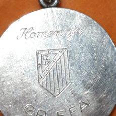 Coleccionismo deportivo: LLAVERO HOMENAJE A GRIFFA. ATLÉTICO DE MADRID. 1/11/1967. Lote 195046983