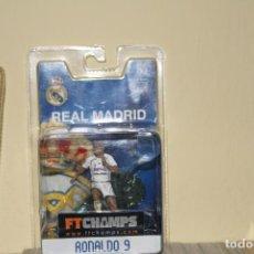 Coleccionismo deportivo: FIGURA REAL MADRID RONALDO Nº 9. PVC. SERIE 4-4-2. FTCHAMPS. 30 CMS. A ESTRENAR. PRECINTADO.FUTBOL. Lote 195200663