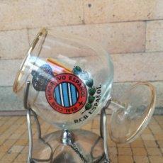 Coleccionismo deportivo: COPA DE CRISTAL DEL REAL CLUB DEPORTIVO ESPAÑOL CON CALIENTA COPAS - AÑOS 70. Lote 195244308