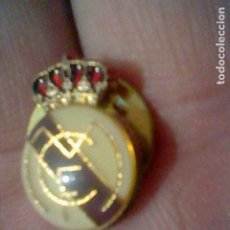 Coleccionismo deportivo: REAL MADRID ESCUDO GOTA PIN PINCHO 1,5 CMS ALTO. Lote 195297346