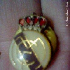 Coleccionismo deportivo: REAL MADRID ESCUDO GOTA PIN PINCHO 1,5 CMS ALTO *. Lote 195297366