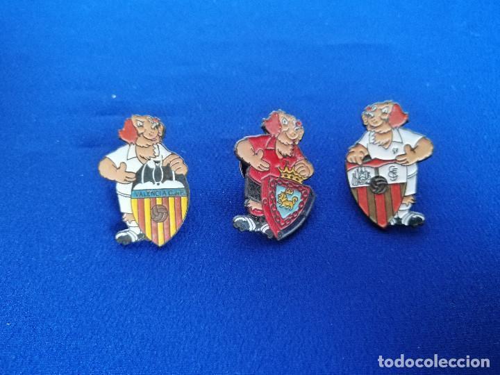 LOTE PINS ESCUDOS DE FUTBOL PERRO (Coleccionismo Deportivo - Merchandising y Mascotas - Futbol)