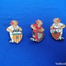 Coleccionismo deportivo: LOTE PINS ESCUDOS DE FUTBOL PERRO. Lote 195339183