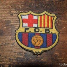 Coleccionismo deportivo: ANTIGUO PARCHE EN TELA DEL ESCUDO DEL BARCELONA. Lote 195367393
