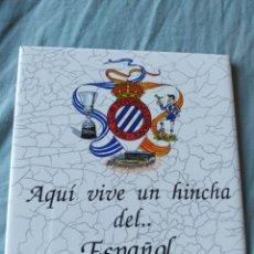 Coleccionismo deportivo: RACHOLA AQUI VIVE UN HINCHA DEL ESPAÑOL CON SARRIA R C D ESPANYOL. Lote 196287405