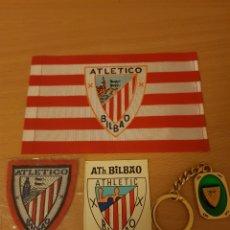Coleccionismo deportivo: ATHLETIC DE BILBAO. ATH BILBAO. PEGATINA, LLAVERO, BANDERITA DE TELA Y ESCUDO DE TELA. Lote 197956886