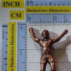 Coleccionismo deportivo: PIEZA JUEGO DEL AJEDREZ DEL REAL MADRID CLUB DE FÚTBOL. REY DE BRONCE. JUGADOR 9 DI STEFANO. Lote 199214412
