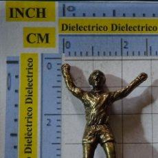 Coleccionismo deportivo: PIEZA JUEGO DEL AJEDREZ DEL REAL MADRID CLUB DE FÚTBOL. REY DE LATÓN. JUGADOR 9 DI STEFANO. Lote 199214478