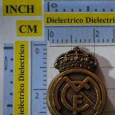 Coleccionismo deportivo: PIEZA JUEGO DEL AJEDREZ DEL REAL MADRID CLUB DE FÚTBOL. ALFIL ESCUDO LATÓN. Lote 199214953