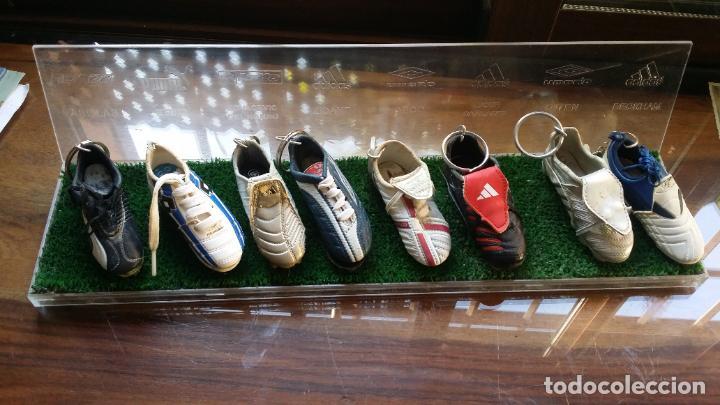 COLECCION MINI BOTAS FUTBOL MINIBOTAS LLAVERO CON EXPOSITOR (Coleccionismo Deportivo - Merchandising y Mascotas - Futbol)