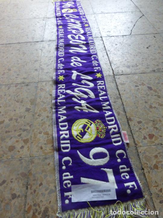 Coleccionismo deportivo: BUFANDA REAL MADRID LIGA 96 - 97 CAMPEÓN DE LIGA , 1996 - 1997 . OFICIAL Y SIN USO. - Foto 6 - 202889536