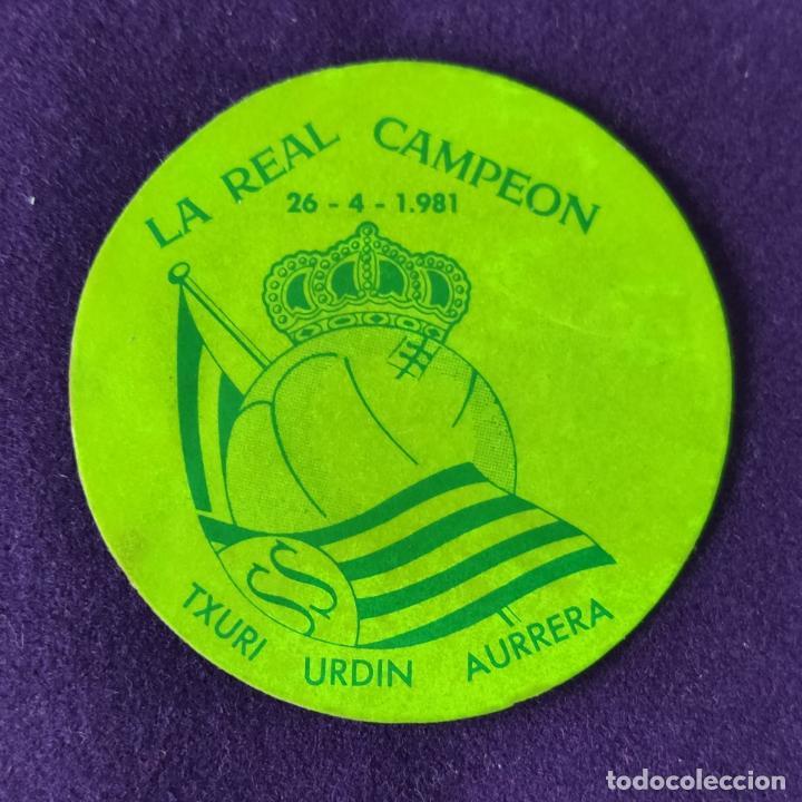 RARA PEGATINA DE LA REAL SOCIEDAD DE FUTBOL. LA REAL CAMPEON. 26-4-1981. (Coleccionismo Deportivo - Merchandising y Mascotas - Futbol)