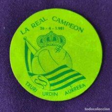 Coleccionismo deportivo: RARA PEGATINA DE LA REAL SOCIEDAD DE FUTBOL. LA REAL CAMPEON. 26-4-1981.. Lote 203909513