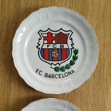 Coleccionismo deportivo: 2 PLATOS DE CERAMICA ESCUDO DE F.C.BARCELONA 20 CM. DE DIAMETRO BARÇA - BIDASOA. Lote 204611598