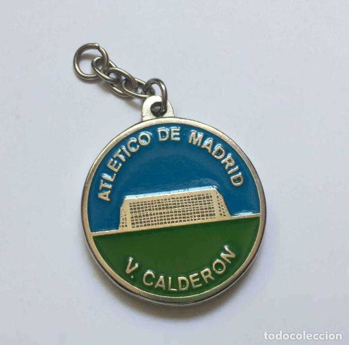 Coleccionismo deportivo: Colgante: AT. MADRID (Escudo clásico) Metálico. Año 1969-70. Original ¡Coleccionista! - Foto 2 - 205275301