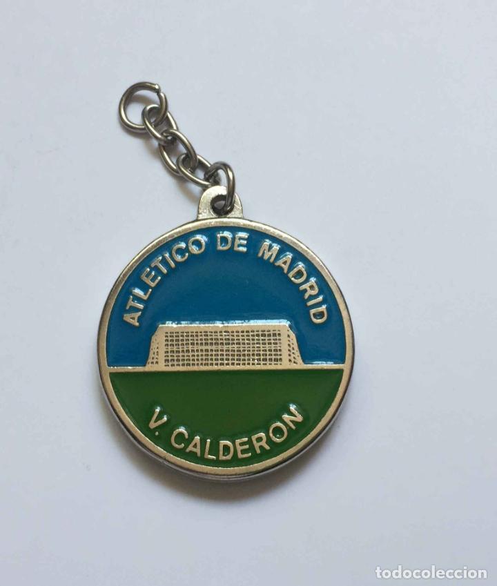 Coleccionismo deportivo: Colgante: AT. MADRID (Escudo clásico) Metálico. Año 1969-70. Original ¡Coleccionista! - Foto 4 - 205275301