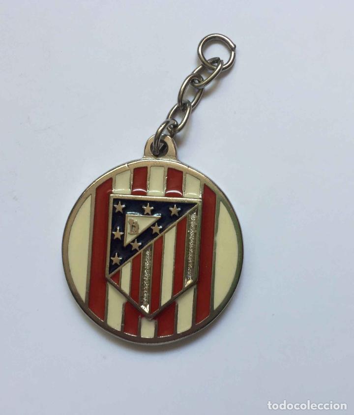 COLGANTE: AT. MADRID (ESCUDO CLÁSICO) METÁLICO. AÑO 1969-70. ORIGINAL ¡COLECCIONISTA! (Coleccionismo Deportivo - Merchandising y Mascotas - Futbol)