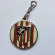 Coleccionismo deportivo: COLGANTE: AT. MADRID (ESCUDO CLÁSICO) METÁLICO. AÑO 1969-70. ORIGINAL ¡COLECCIONISTA!. Lote 205275301