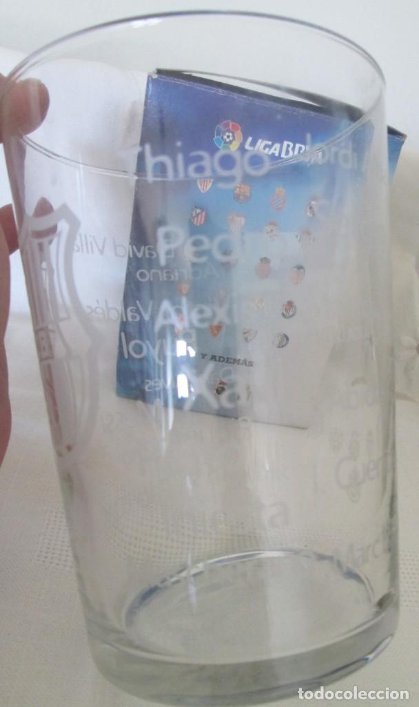 Coleccionismo deportivo: Vaso de cristal F C Barcelona, promoción Burguer King Los vasos de la Liga BBVA. En su caja - Foto 3 - 205830430