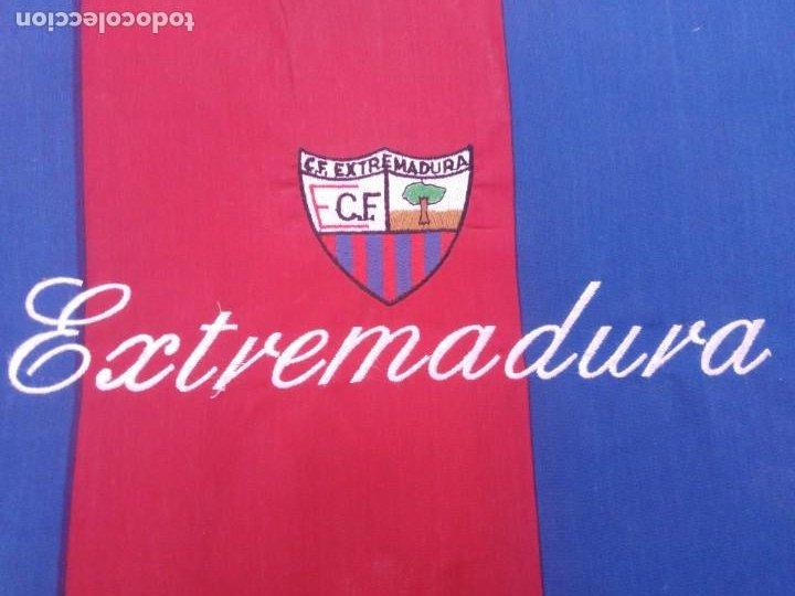 Coleccionismo deportivo: almohadilla antigua fútbol C.F. Extremadura. - Foto 2 - 206429271