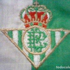 Coleccionismo deportivo: BETIS ESCUDO BORDADO TELA 6,5 X 6,5 CMS RETRO. Lote 207230966