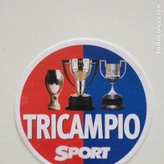 Coleccionismo deportivo: ADHESIVO PEGATINA FC BARCELONA TRICAMPIÓ 1997-1998 BARÇA DIARIO SPORT. Lote 207781541