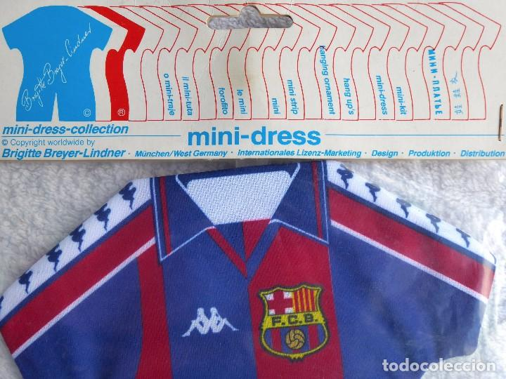Coleccionismo deportivo: F.C. BARCELONA. MINI DRESS COLLECTION. DOS MINI CAMISETAS DEL CLUB PARA COLGAR EN EL COCHE O DECORAR - Foto 6 - 208783756