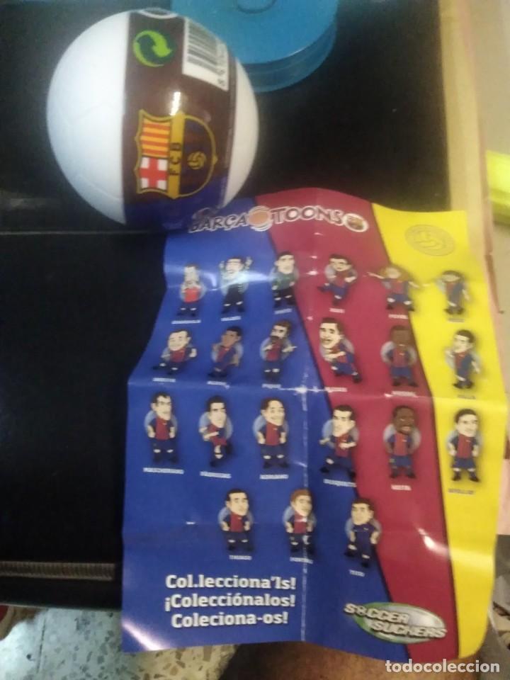 Coleccionismo deportivo: Jugador balón sorpresa figura goma ventosa colecciónable F. C. BARCELONA soccer suckers barca tonns - Foto 3 - 210749234