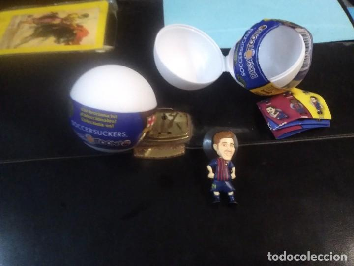 Coleccionismo deportivo: Jugador balón sorpresa figura goma ventosa colecciónable F. C. BARCELONA soccer suckers barca tonns - Foto 4 - 210749234