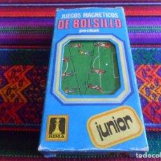 Coleccionismo deportivo: BILLAR FUTBOLÍSTICO RICO Y JUEGOS MAGNÉTICOS DE BOLSILLO RIMA FUTBOL SALA. REGALO DADIBOL PRECINTADO. Lote 212475472