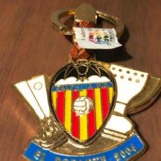 Coleccionismo deportivo: LLAVERO VALENCIA C.F. TEMPORADA 2003-2004 EL DOBLETE. Lote 215042662