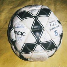 Coleccionismo deportivo: BALON NASSAU-MAGIC. FIRMAS JUGADORES DEL REAL MADRID. BUTRAGUEÑO Y OTROS. ENVIO CERTIFICADO INCLUIDO. Lote 215735943