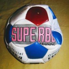 Coleccionismo deportivo: BALON SUPERBO FIRMADO JUGADORES REAL MADRID. BUTRAGUEÑO, ALFONSO, ETC. ENVIO CERTIFICADO INCLUIDO.. Lote 215738956