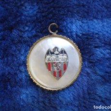 Coleccionismo deportivo: VIEJO COLGANTE DEL VALENCIA CLUB DE FUTBOL. Lote 217225243