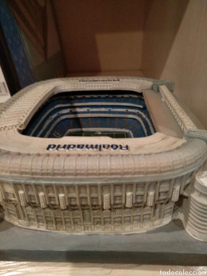 Coleccionismo deportivo: Maqueta Estadio Santiago Bernabéu, bien conservada. - Foto 2 - 218210518