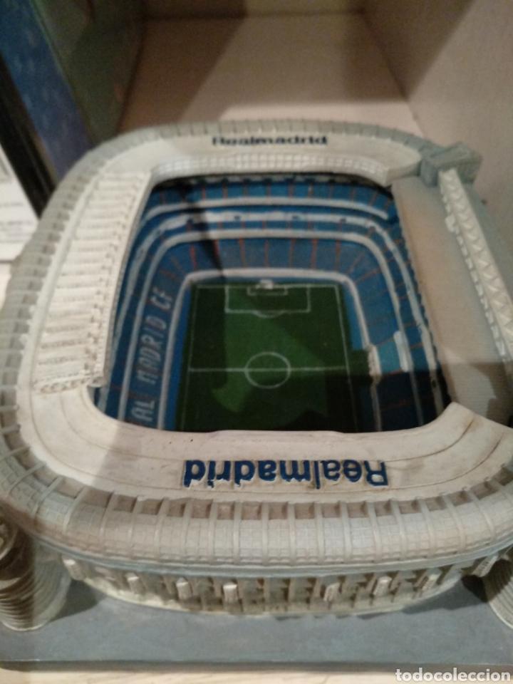 Coleccionismo deportivo: Maqueta Estadio Santiago Bernabéu, bien conservada. - Foto 3 - 218210518
